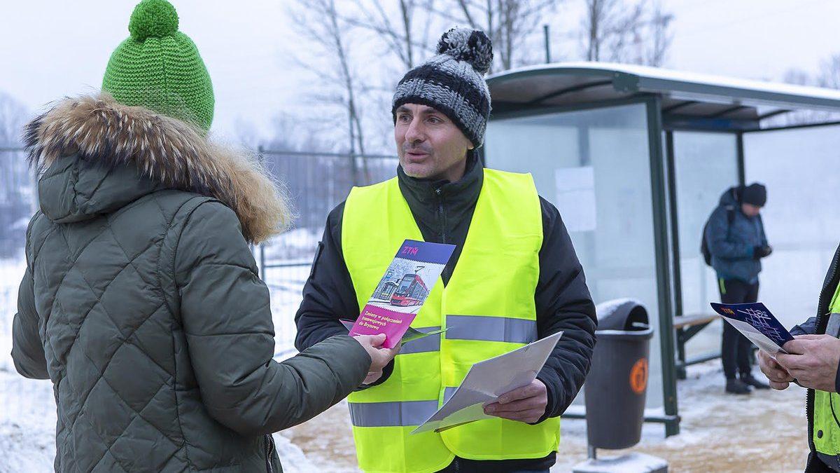 Pracownicy ZTM pomogą pasażerom na przystankach