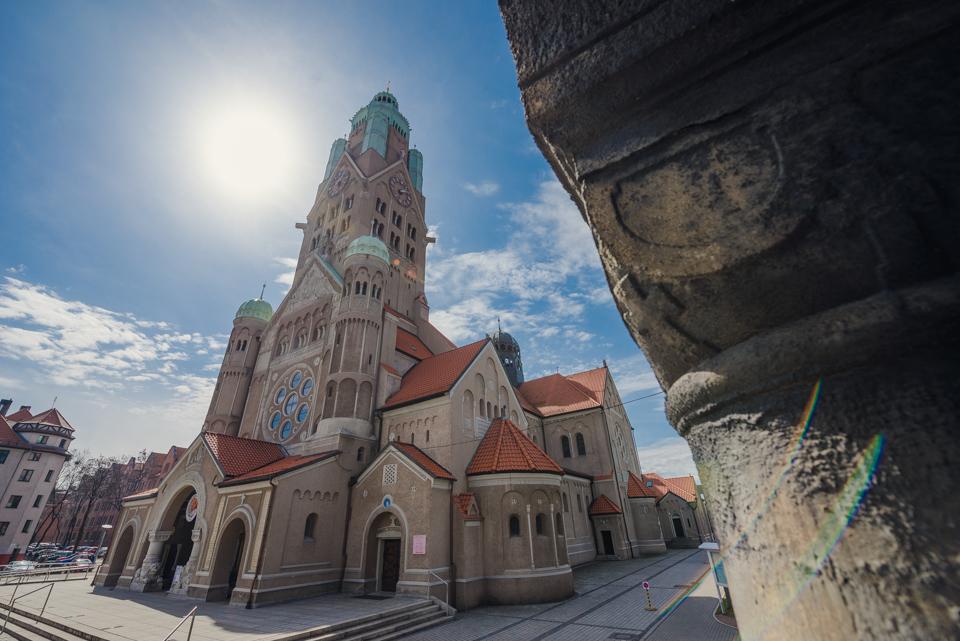Rynek w Rudzie Śląskiej z widokiem na Kościół św. Pawła Apostoła