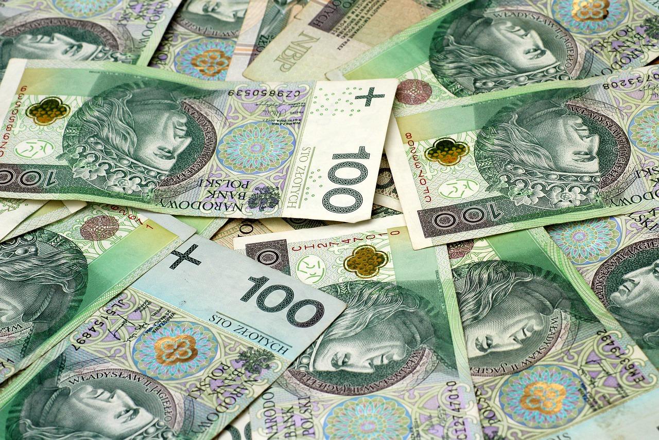 Banknoty o nominale stu złotych