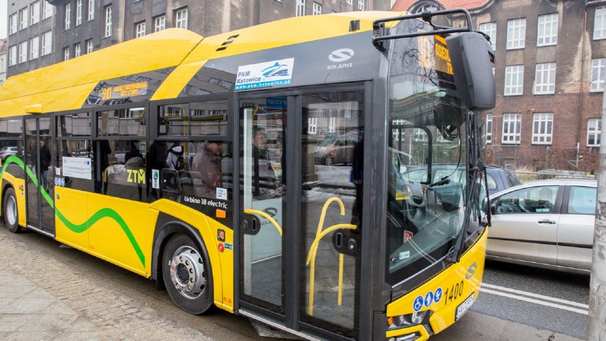 Żółty, elektryczny auotbus PKM Katowice