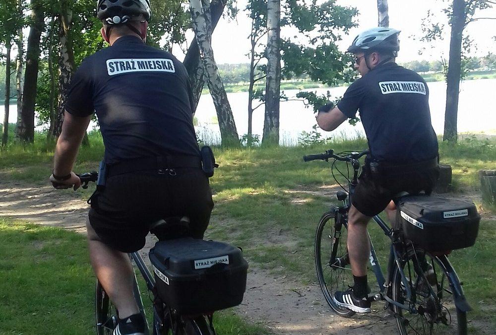 Strażnicy miejscy na rowerwach