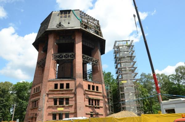 Remont wieży ciśnień. Wzmacnianie fundamentów i oczyszczanie elewacji