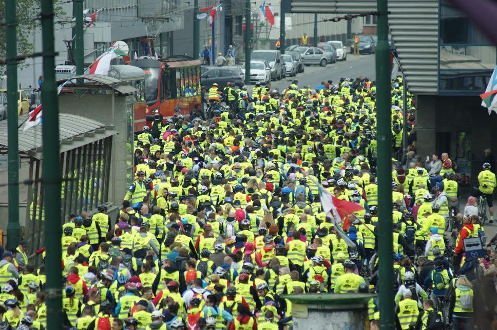 Rowerzyści w żółtych kamizelkach podczas poprzedniej edycji Zagłębiowskiej Masy Krytycznej