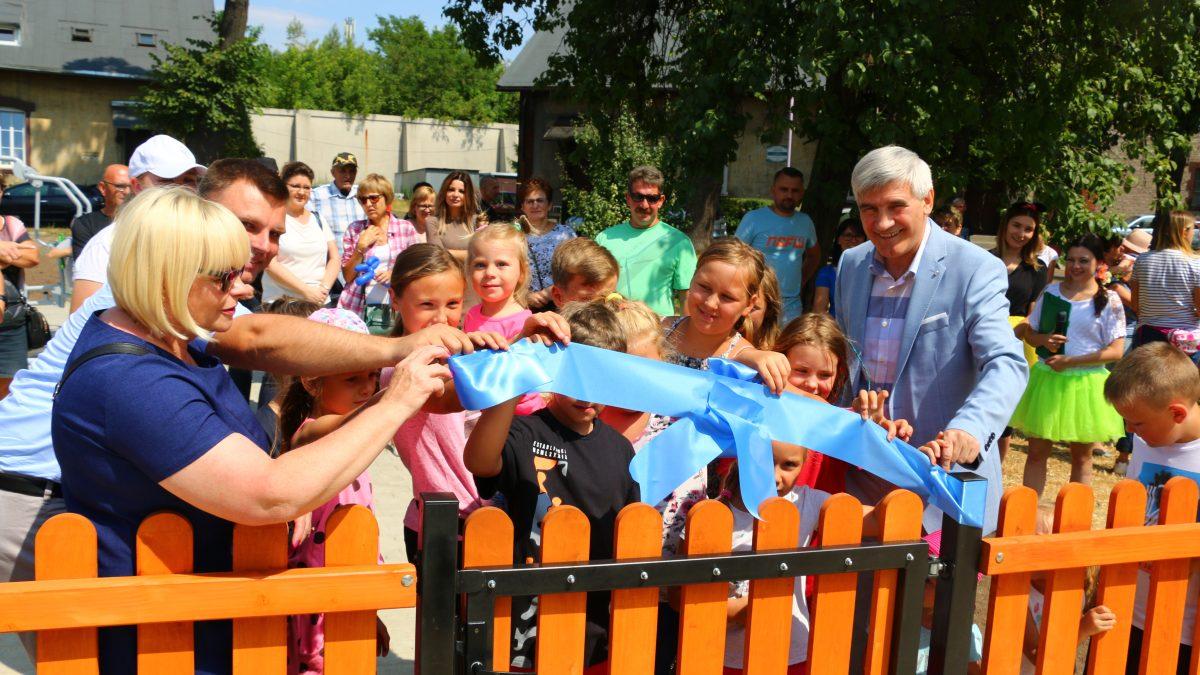 Nowy plac zabaw przy ul. Betonowej oficjalnie przekazany mieszkańcom