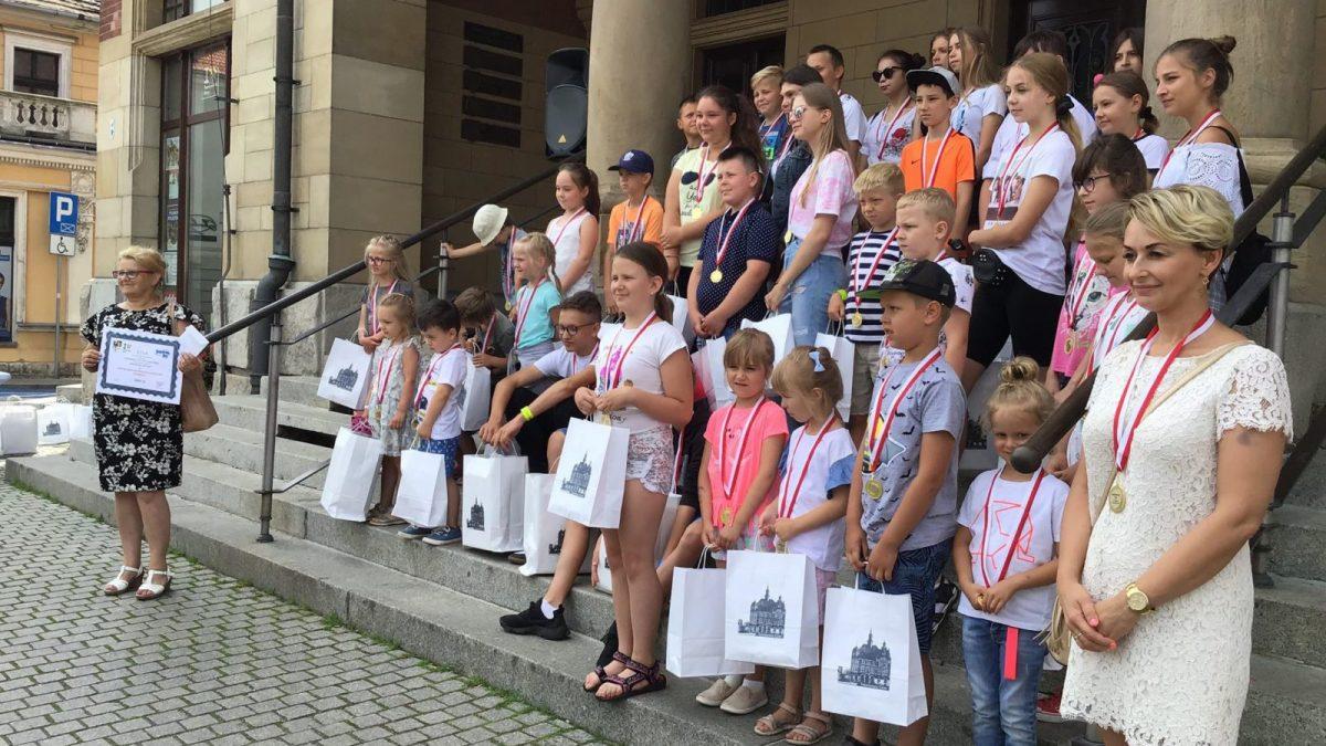Zdjęcie dzieci- uczestników akcji Rowerowy Maj