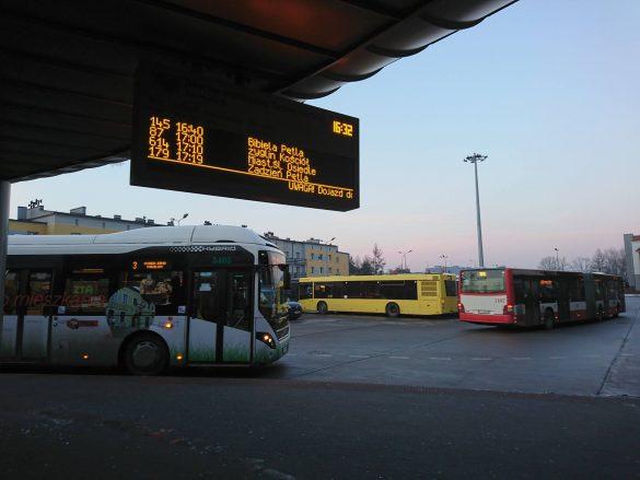 Autobusy na dworcu autobusowym w Tarnowskich Górach