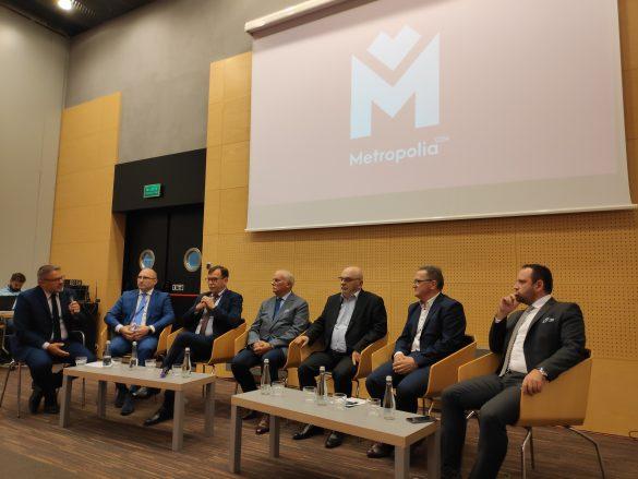 Uczestnicy panelu podczas dyskusji dotyczącej Kolei Metropolitalnej w GZM
