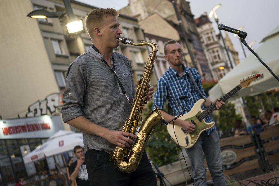 Zespół muzyczny na scenie w Bytomiu