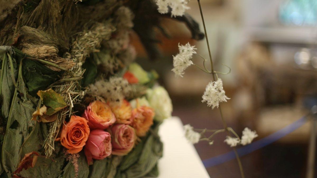 Kompozycja kwaiatowa z różami