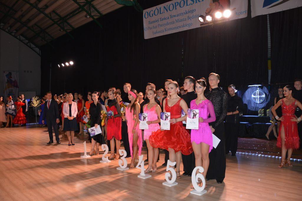 Laureaci konkursu wraz z Panią Wiceprezydent Będzina