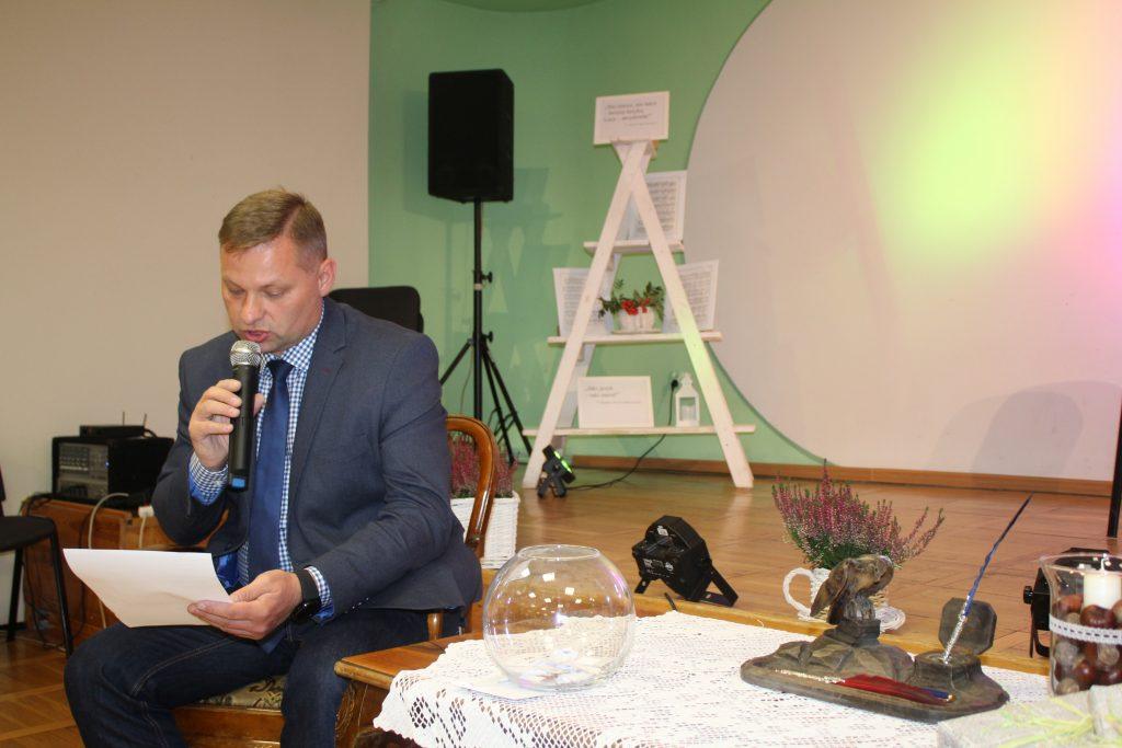 Pan Pełnomocnik Prezydenta Miasta czytający tekst