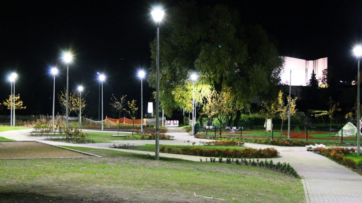 Widok na park nocą