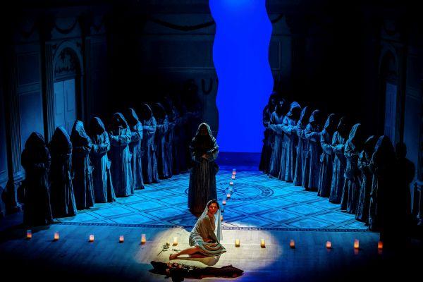 Scena operowa z opery Verdiego