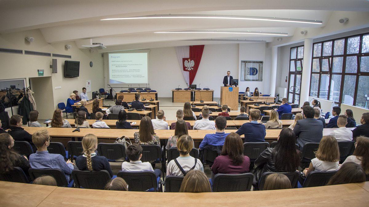 Uczniowe samorządów podczas spotkania z wiceprezydentem Tychów