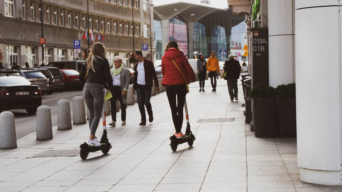 Miasta idei: Hulajnogi w mieście. Co za dużo, to nie zdrowo? Zapraszamy na debatę