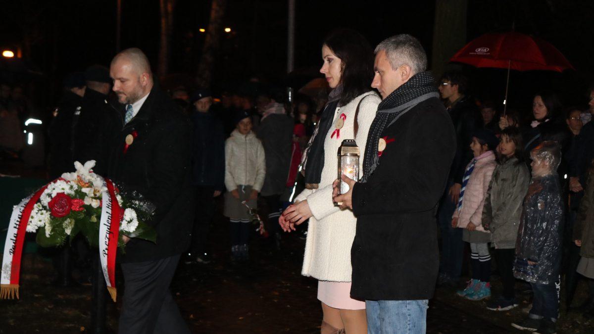 Uczczono pamięć Trzech Bohaterów i poświęcono sztandar Hufca ZHP