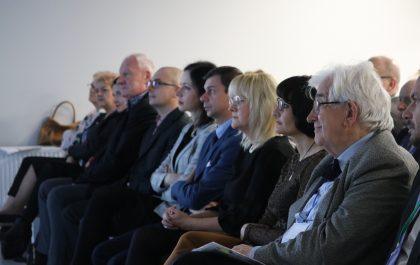 grupa osób zebranych na konferencji w szpitalu urazowym w piekarach śląskich