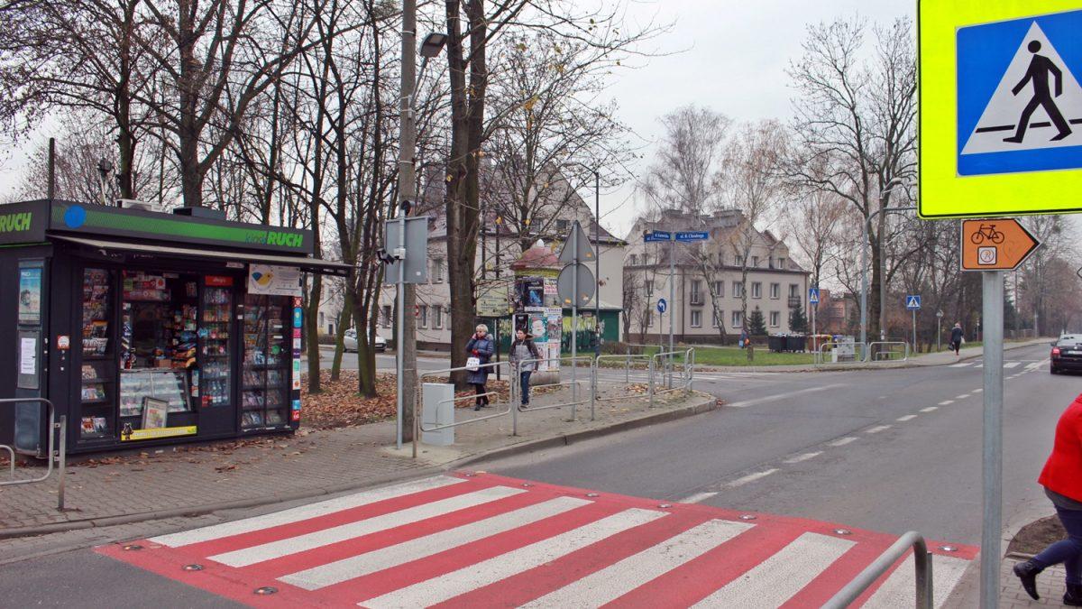 Dodatkowe oświetlenie na przejściu dla pieszych na ul. Katowickiej w Rudzie Śląskiej.