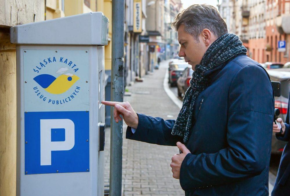 Prezydent Bytomia korzystający z parkomatu