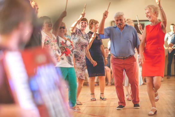Seniorzy podczas potańcówki