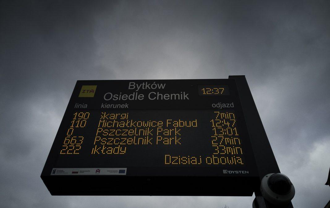 Kolejne tablice systemu dynamicznej informacji pasażerskiej