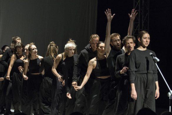 Tancerze na scenie teatru