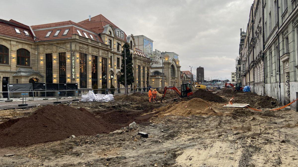 Ulica Dworcowa w Katowicach staje się deptakiem miejskim