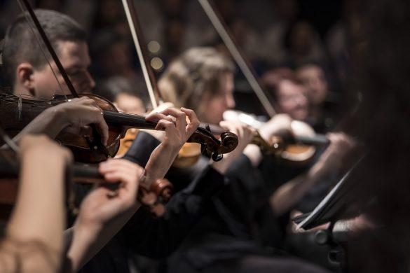 Orkiestra z muzyką klasyczną