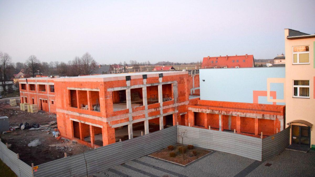 Rośnie sala gimnastyczna przy Szkole Podstawowej w Wyrach
