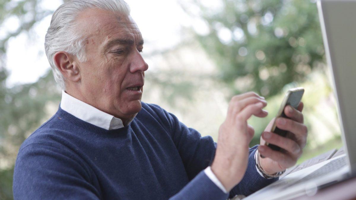 Telefoniczna linia wsparcia dla seniorów