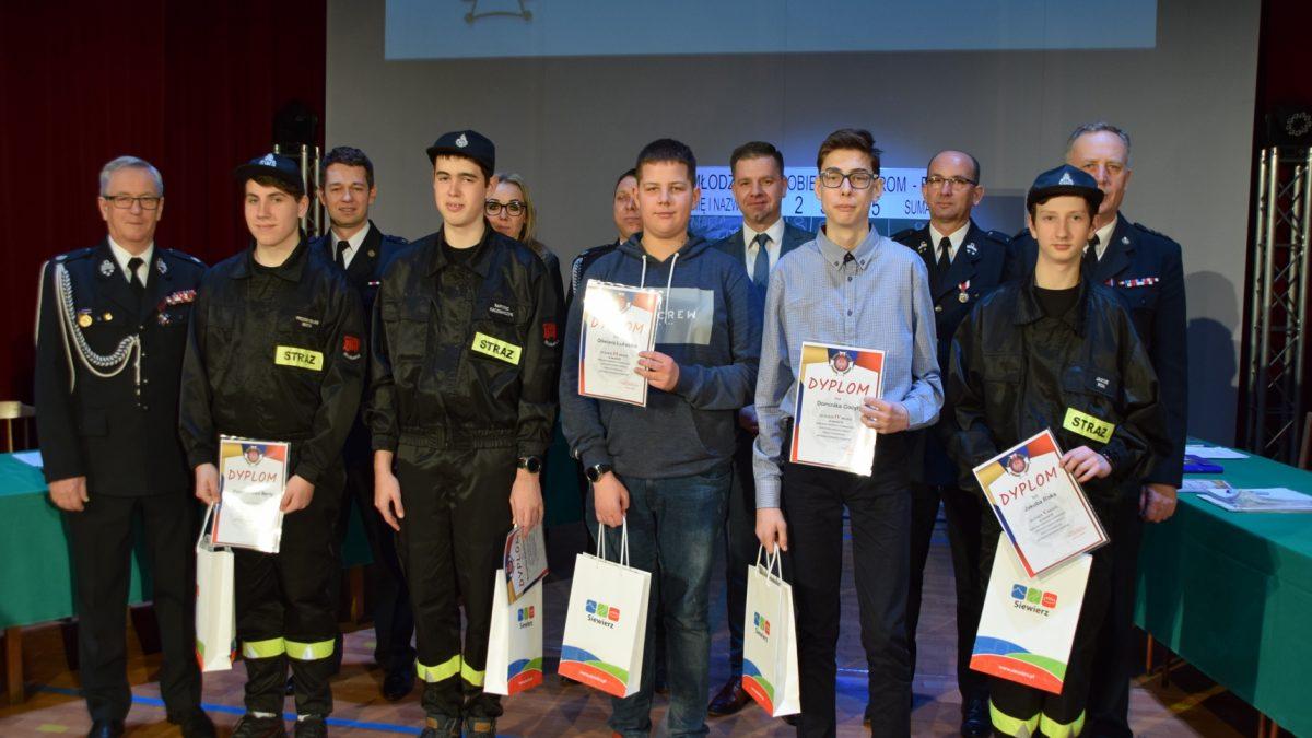 Młodzież zapobiega pożarom. Eliminacje turnieju wiedzy pożarniczej
