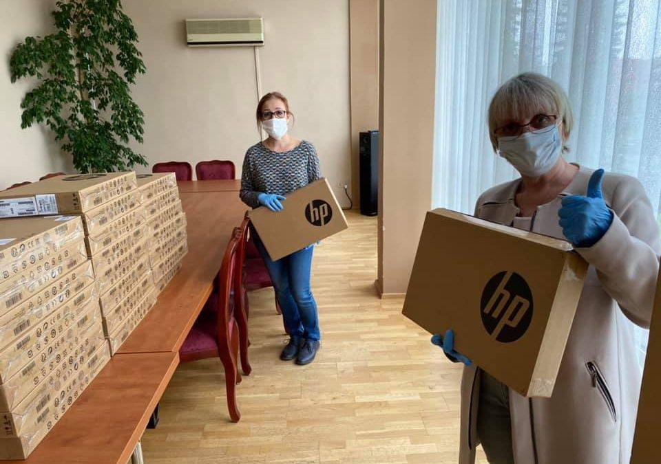 Nauczycielki z laptopami