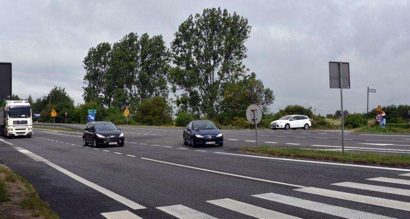 Samochody na skrzyzowaniu