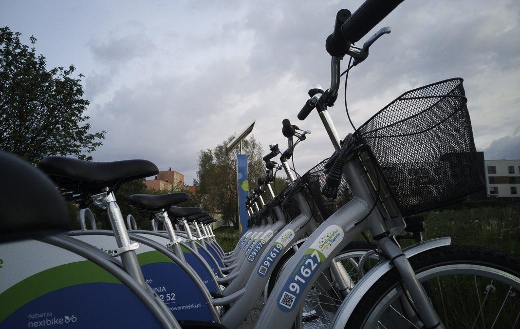 Rowery miejskie na stacji