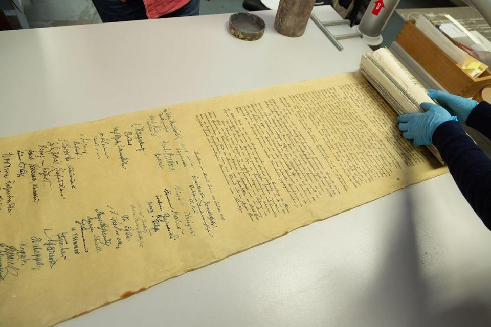 stare zapiski na papirusie