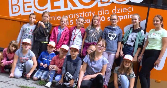 zdjęcie grupowe młodzieży