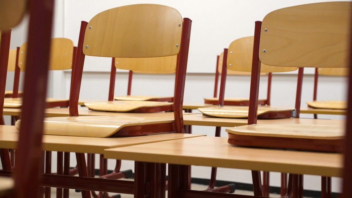 krzesła w klasie