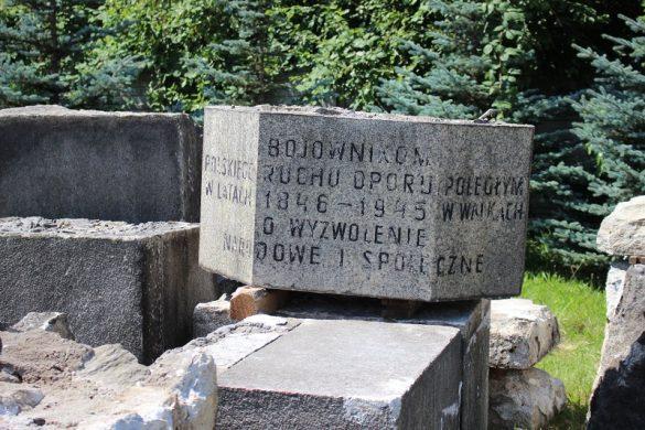 Fragment pomnika
