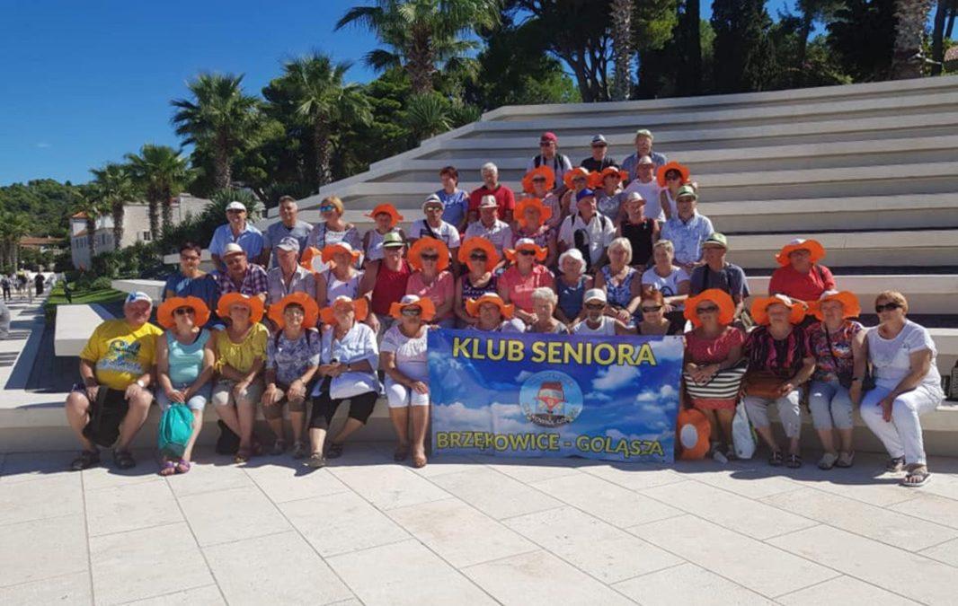 Zdjęcie grupowe klubu seniorów