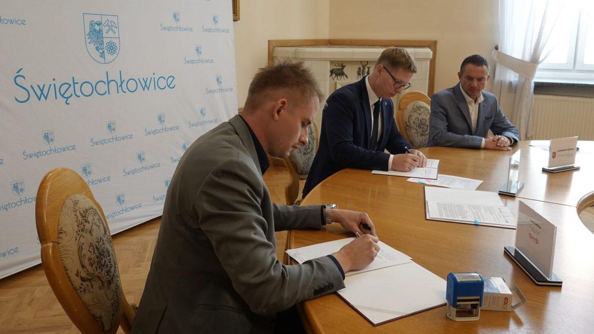 Podpisanie umowy na remont szkoły