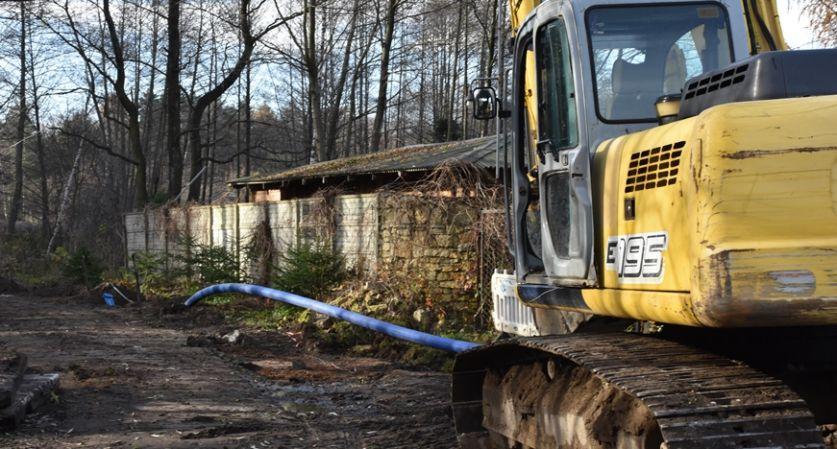 Zakładanie wodociągu w Sławkowie