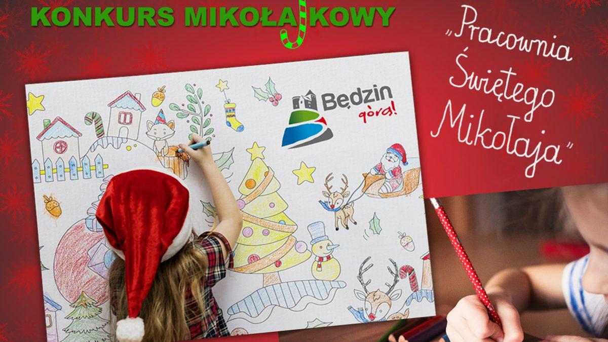 Plakat w poziomie na czerwonym tle z gwiazdkami.W górnym lewym rogu zielony napis Konkurs mikołajkowy.Poniżej znajdują się dwie kartki nałożone na siebie. Górna przedstawia rysującą małą dziewczynkę w czapce mikołaja odwróconą tyłem, dolna piszące dziecko.W górnym prawym rogu biały napis dziecięcym charakterem Pracownia Świętego Mikołaja.Na dole plakatu pisze Termin nadsyłania prac: 6 grudnia 2020 rok