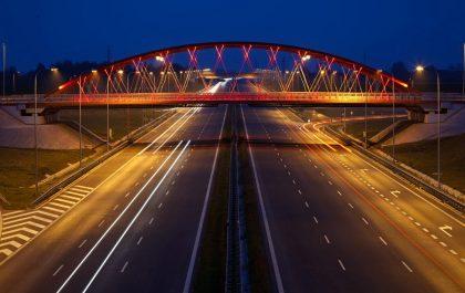 Droga szybkiego ruchu w nocy