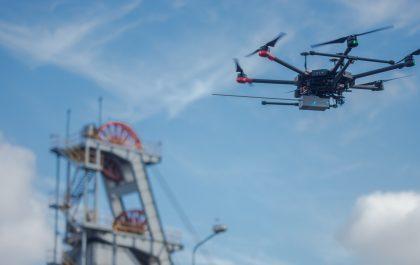 Dron nad szybem kopalnianym