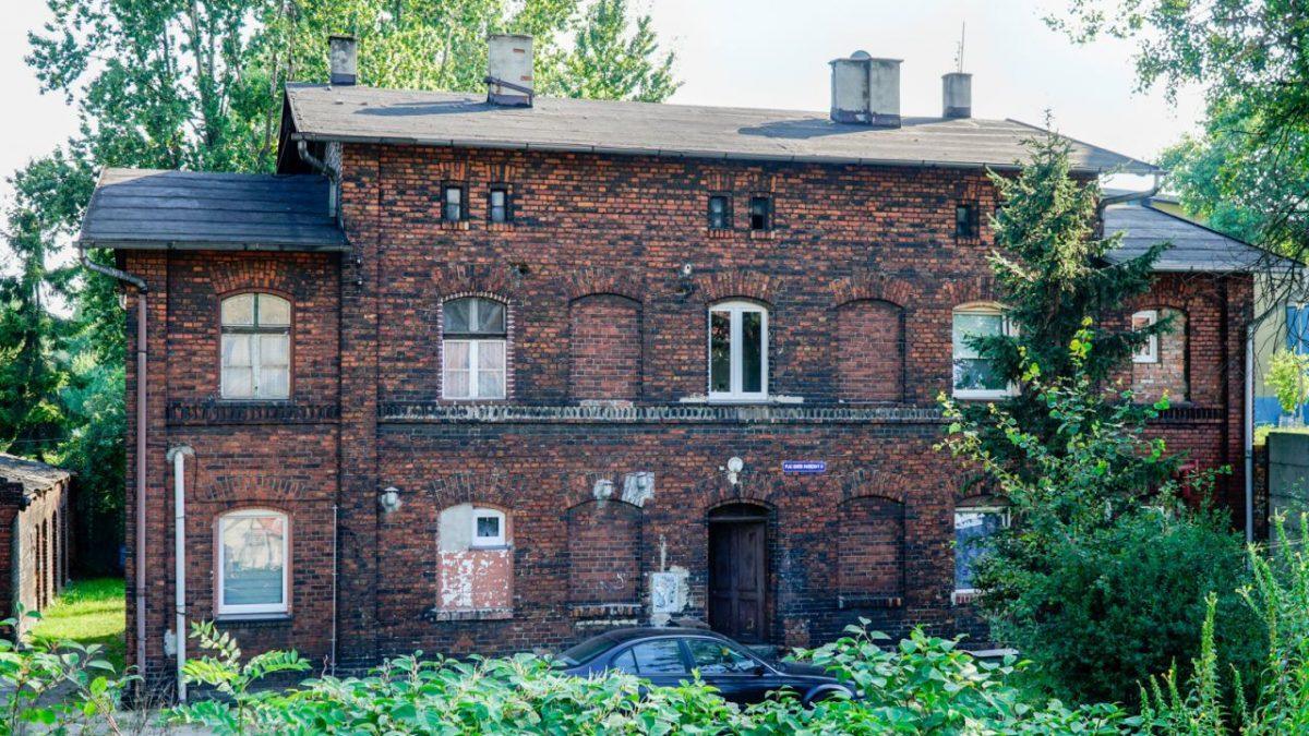 Stary budynek PKP, w którym mieszkał Kazimierz Kutz