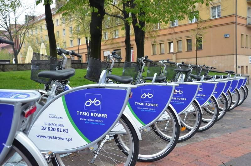 Stojak z rowerami miejskimi