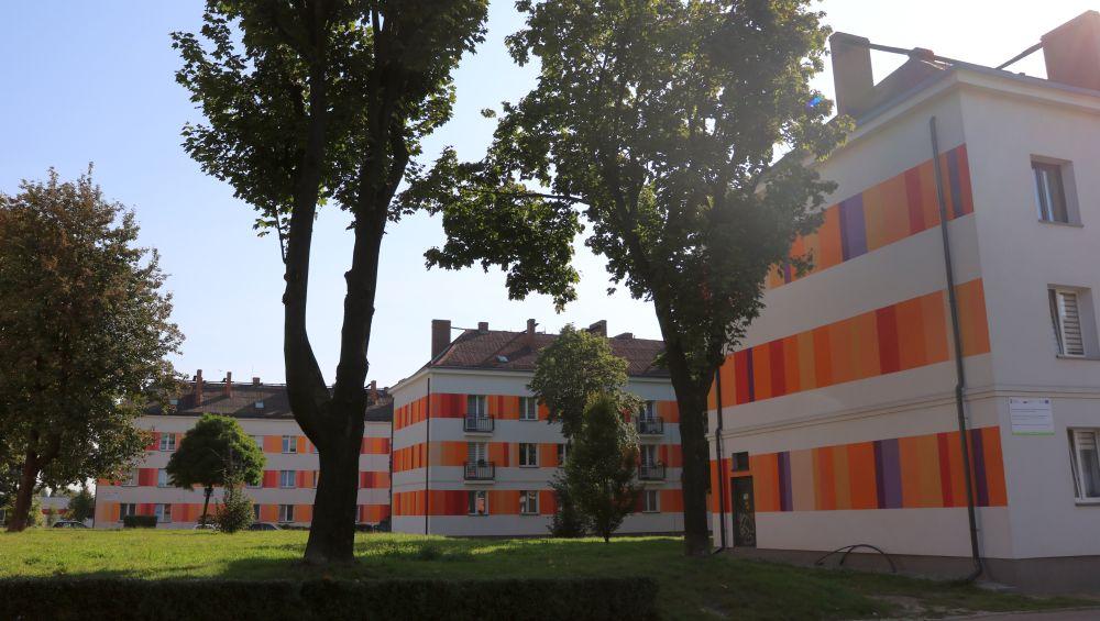 Odnowione fasady budynków na Osiedlu Wieczorka po termomodernizacji