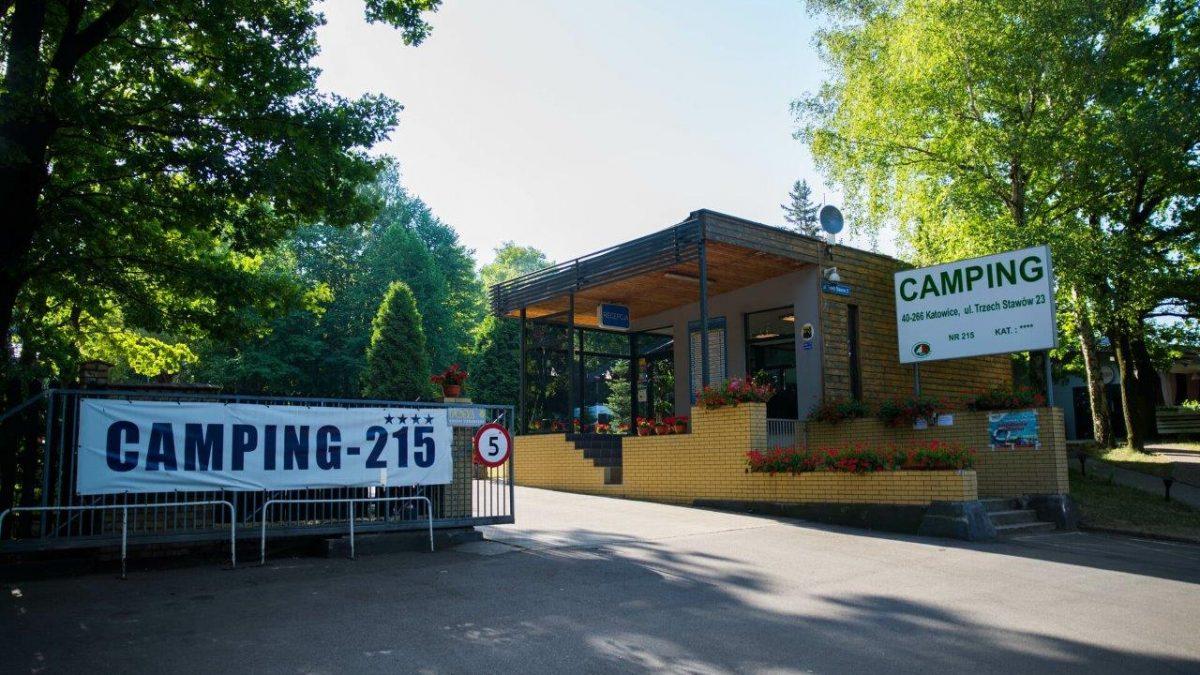 Budynek ośrodka Camping-215