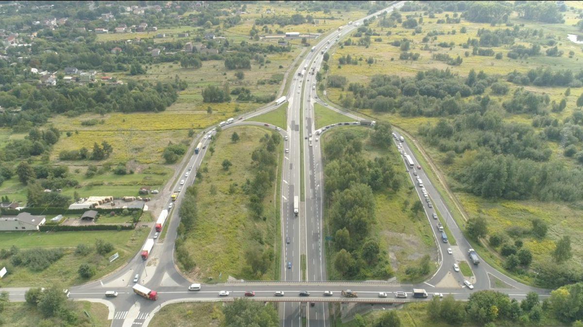 Widok z lotu ptaka na węzeł drogowy w Sosnowcu
