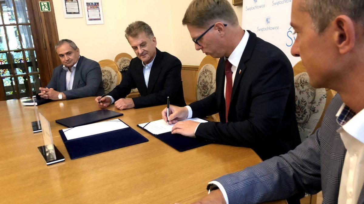 Podpisanie umowy na przygotowanie projektu hali